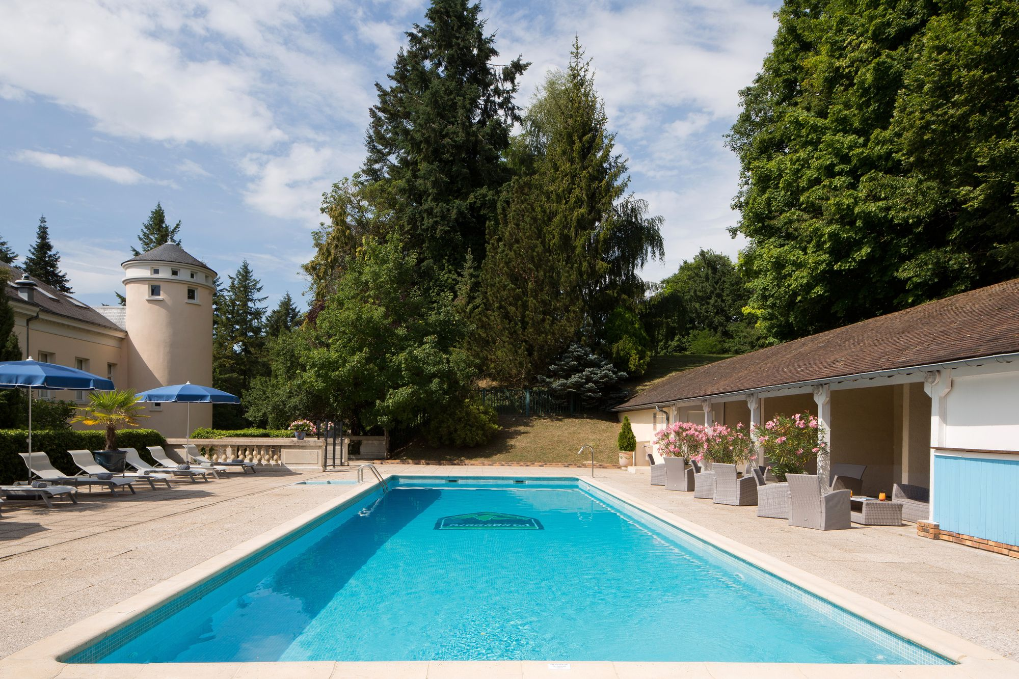 Domaine de Vaugouard **** | Orleans France Hotels | Swimming pool
